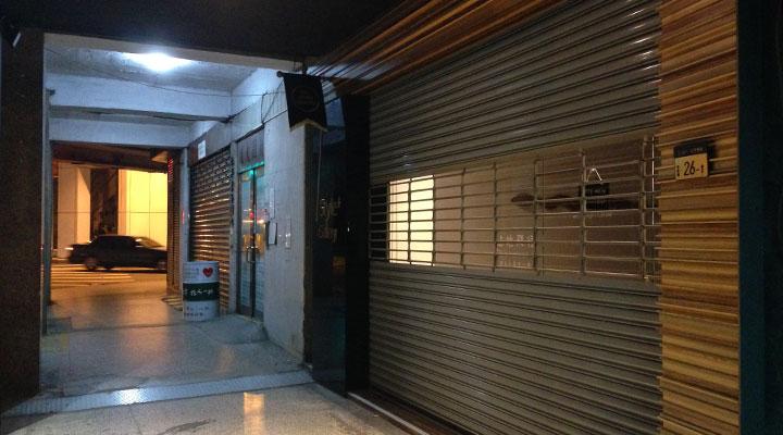 画像左側がマンションの入り口