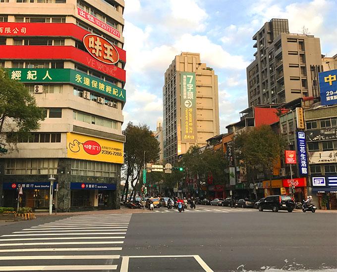 中山北路×民生路の交差点