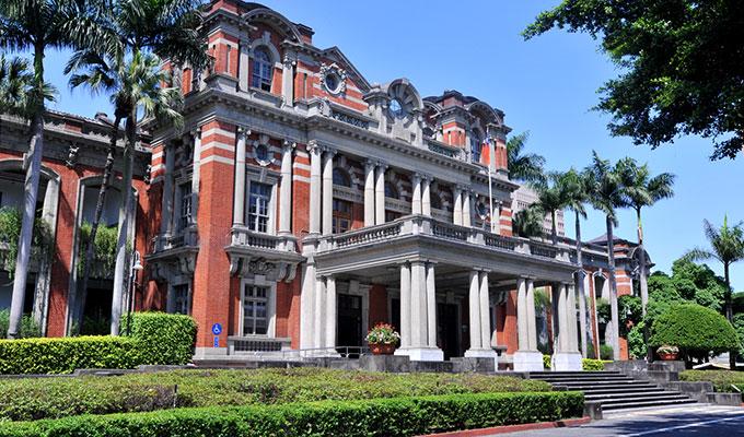 赤レンガ造りの台大医院 旧館
